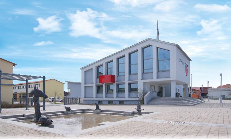 Oerlenbach Rathaus Brunnen