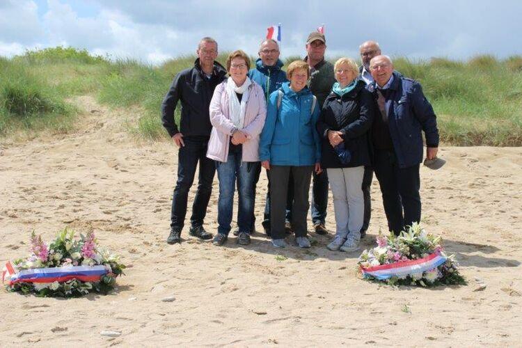 08.06.19 Oerlenbacher Delegation am Strand von Courseulles